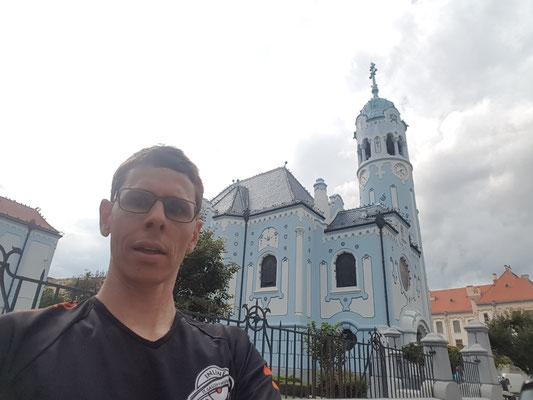 Joggen und Sightseeing - die blaue Kirche von Bratislava