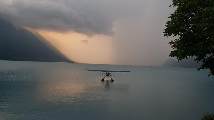 Danach hüpften wir kurz in den Brienzersee, wo 3 Wasserflugzeuge standen!