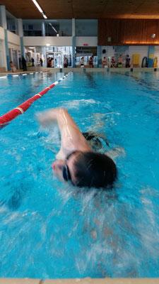Gestartet sind wir ja gleichzeitig. Zum Glück schwamm Dinu etwas länger, so konnte Tabea Fotos von ihm schiessen.