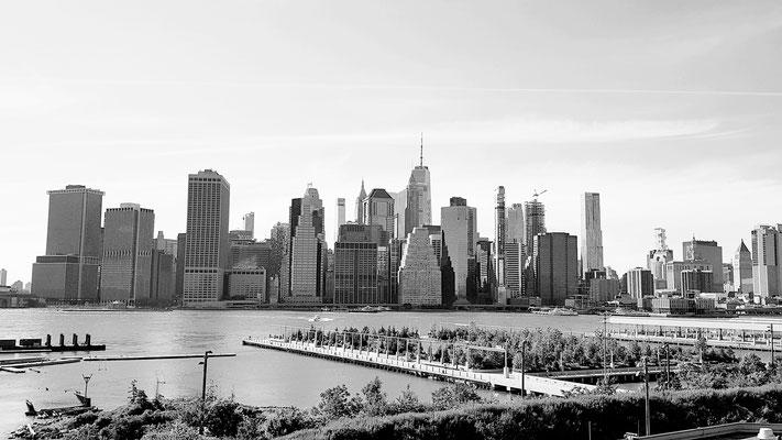 Aussicht auf die Skyline von Manhattan aus einem der neuen Szenequartiere in NY