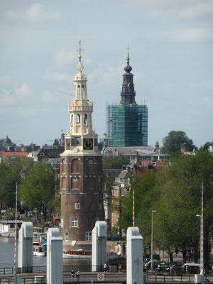 Kirchen und Wachtürme gibt es viele.......