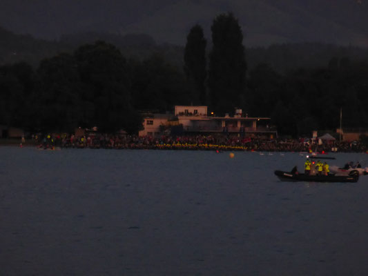 Blick auf den Schwimmstart des Inferno Triathlons vom Schiff aus.