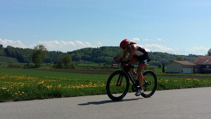 Tabea Ruegge auf Ihrem Triathlon Rad am Gürbetal Duathlon