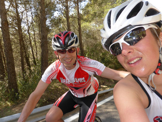 Selfie auf dem Velo - Tabea Ruegge und Daniel Althaus