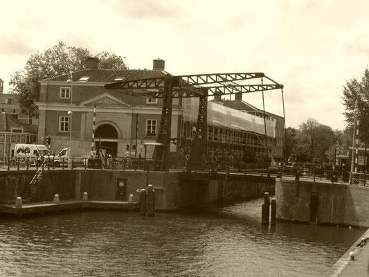 Die magere Brücke - die wohl bekannteste Brücke Amsterdams