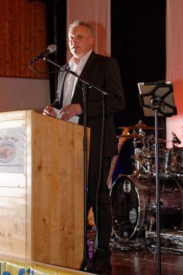 Auch Bürgermeister Jürgen Kürzinger spricht die Themen an.