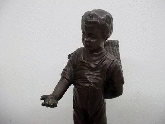 "Massive Bronzefigur um 1900 ""Ausverkauft"""