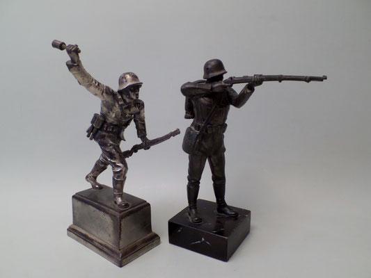 Wehrmacht Heer Soldat m. Gewehr & Stabgranatenwerfer, Metall-Guss