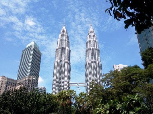 Das Wahrzeichen von Kuala Lumpur, die Petronas Towers