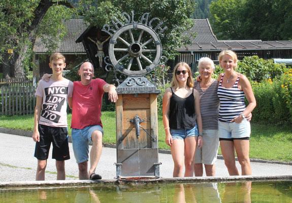 Radfahrer- Familie 3 Generationen
