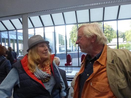 Claudia A. Grundei, Künstlerin und Leiterin der Kunstvitrine im Gespräch mit Jochen Duckwitz Bildhauer