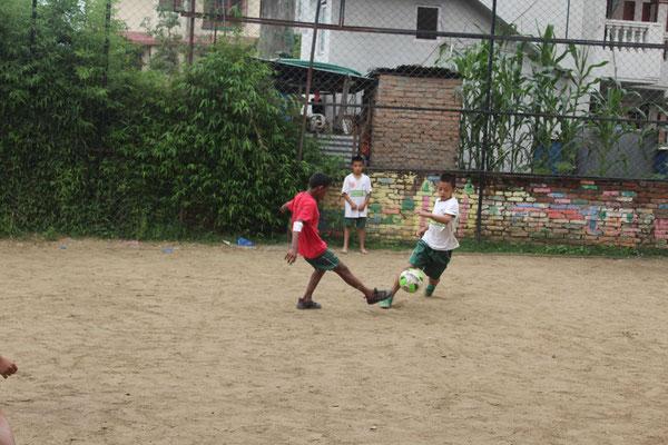 um auf unserem Fußballplatz ein eigenes Turnier auszutragen.