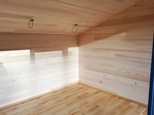 Innenausbau Wände und Decke in Tanne, Boden in Eiche massiv