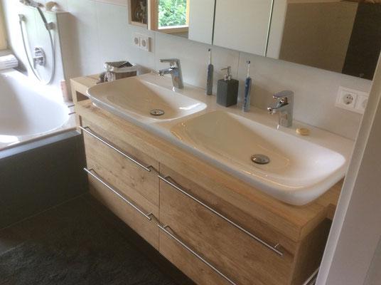 Waschtisch in Wildeiche mit Doppelwaschbecken
