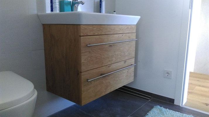 Waschtisch in Wildeiche mit aufgesetztem Waschbecken