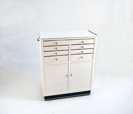 Arztschrank, Baisch, Instrumentenschrank, Mauser Möbel, Bauhaus, 50er Jahre Metallmöbel, Admi, alte Stahlrohrmöbel, Art Deco Schrank,