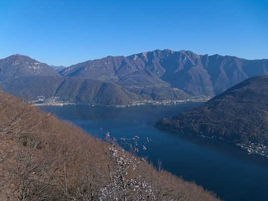 Blick Richtung Bissone, Maroggia und Monte Generoso