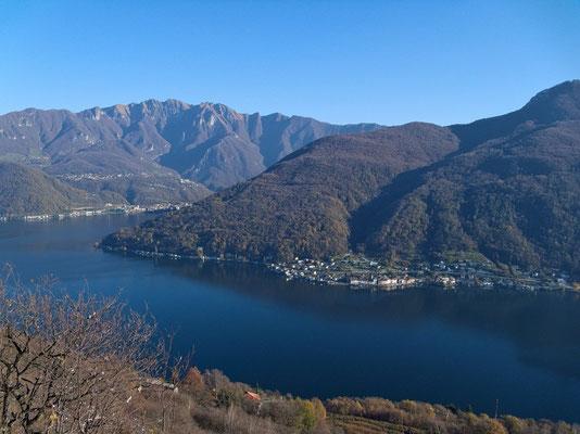 Blick nach Brusino Arsizio, zum Monte Generoso und zum Monte San Giorgio