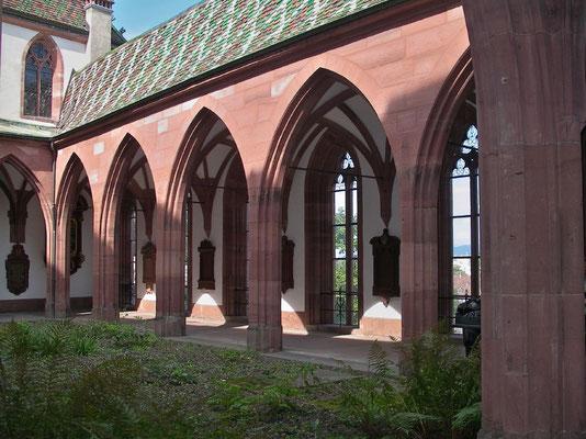 Das Basler Münster weist gotische und romanische Partien auf
