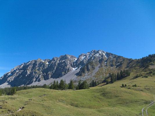 Die Passlandschaft Pierre du Moëllé mit dem Mont d'Or