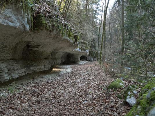 Höhlen
