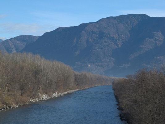 Ticino: Blick von der Brücke bei Gudo nach Nordosten (Richtung Bellinzona)
