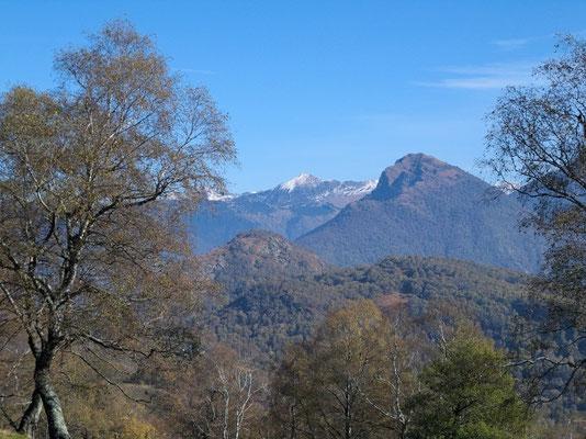 Schöne Aussicht nach Osten zu den Misoxer Bergen
