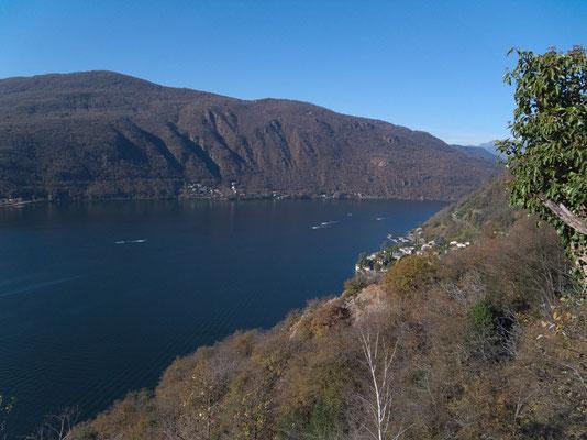 Blick auf den Westarm des Luganersees bei Arbòstora. Im See patrouilliert die Schweizer Marine.