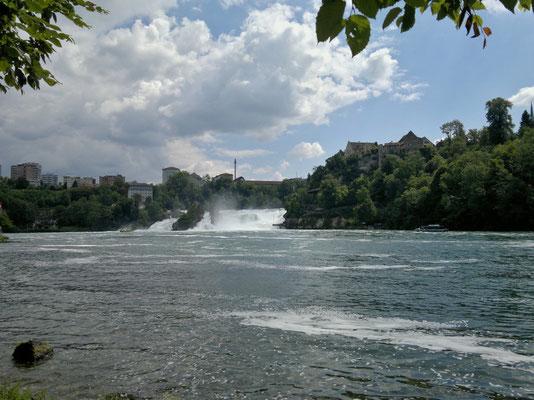 Rheinfall mit den Industriebauten von Neuhausen