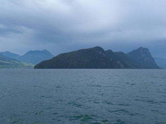 Blick von der Schiffsstation Vitznau zum Bürgenstock