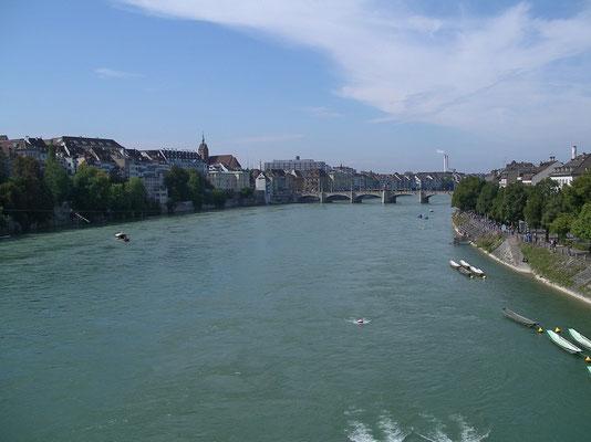 Rhein, nordwärts von der Wettsteinbrücke aus gesehen