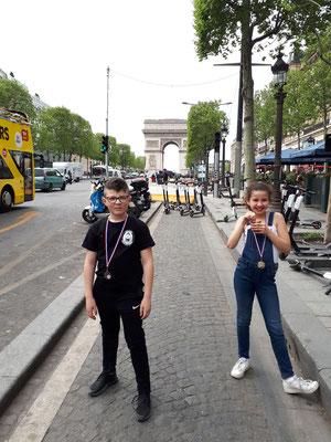 22/04/19 - Champs Elysées - Paris (75) - Rym & Rayane