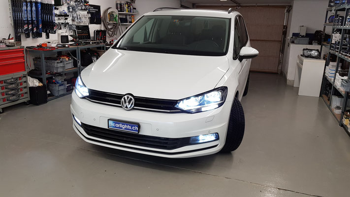 VW TOURAN 2017 LED UMBAU -ABBLENDLICHT H7 Philips LED -FERNLICHT H7 Philips LED -NEBELICHT H11 LED  -Stand-Tagfahrlicht W21W LED -Innenraumset LED Rückfahrlicht W16W LED www.carlights.ch