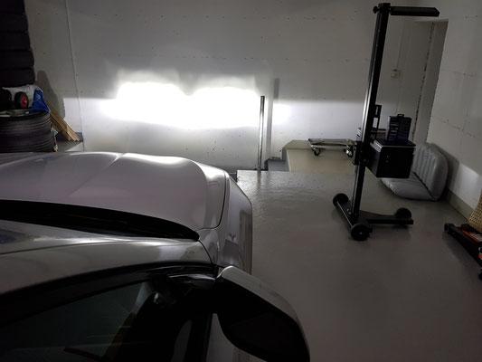 BMW F1 Lichtbild  Fernlicht an Wand mit H7 LED Philips