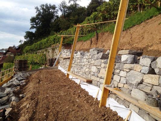 Anfang Oktober: Die Mauer wächst...