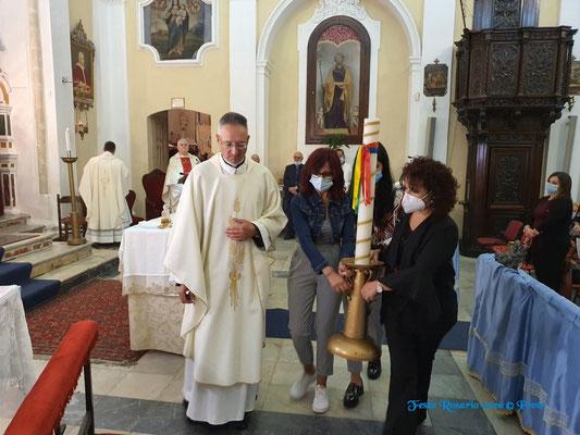 """Offerta del cero votivo alla Madonna da parte degli infermieri dell'Ospedale Civile """"Giulio Iazzolino"""" di Vibo Valentia"""