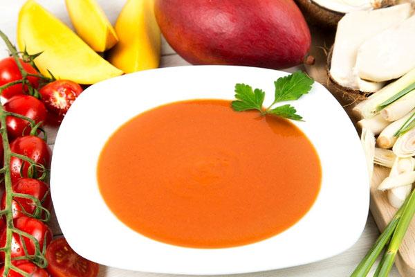 Suppenfasten mit roter Tomatensuppe