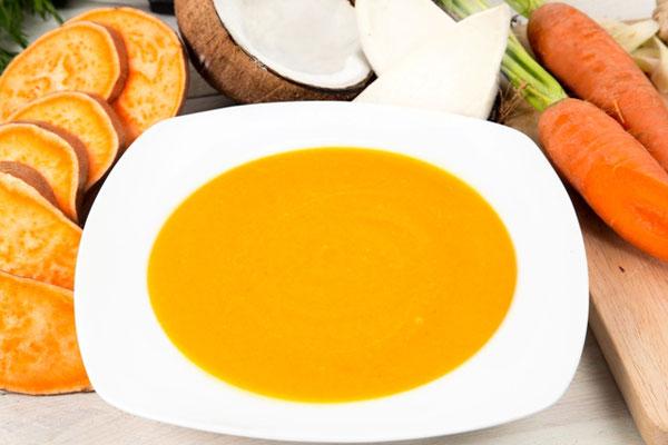 Suppenfasten mit gelber Linsensuppe
