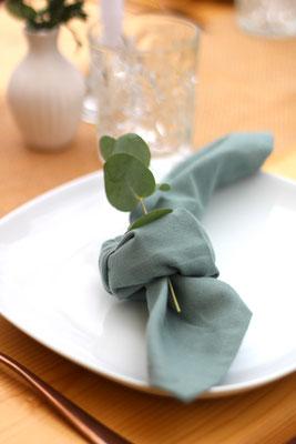 Tischdekoration mit Eukalyptus