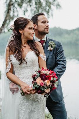 Hochzeit in Beerentönen // Foto: Tina Groh