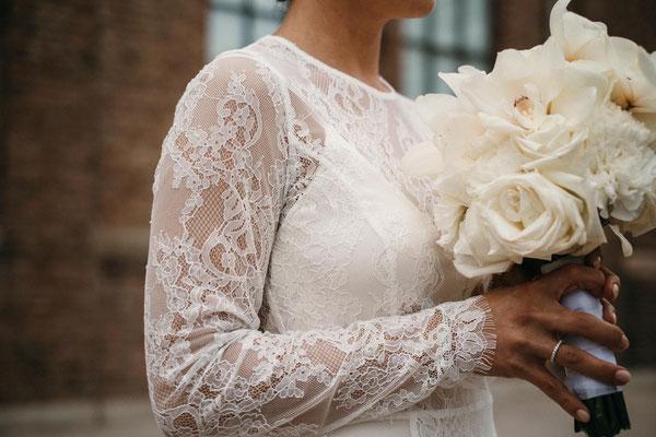 Urban Wedding Brautstrauß mit Orchideen // Foto: Tom und Jezz Photography