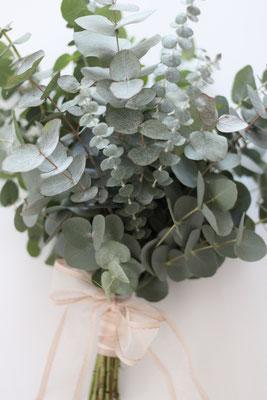 Greenery Brautstrauß mit Eukalyptus
