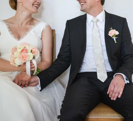 Klassischer Brautstrauß in Creme, Apricot
