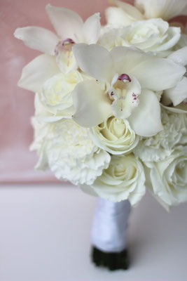 Brautstrauß mit Orchideen // Foto: Mariska Rümmelein