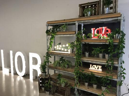 Leuchtbuchstaben Dekoration // Foto: Mariska Rümmelein