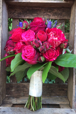 Roter Rosen-Strauß // Foto: Mariska Rümmelein