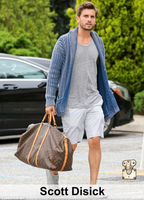 Scoot Disick est un manequin qui adore voyager avec un sac Vuitton