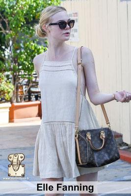 Elle Fanning adore les petits sacs de luxe Louis Vuitton se porte tout le temps