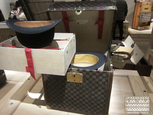 Museum trunk Vuitton Stamm collection