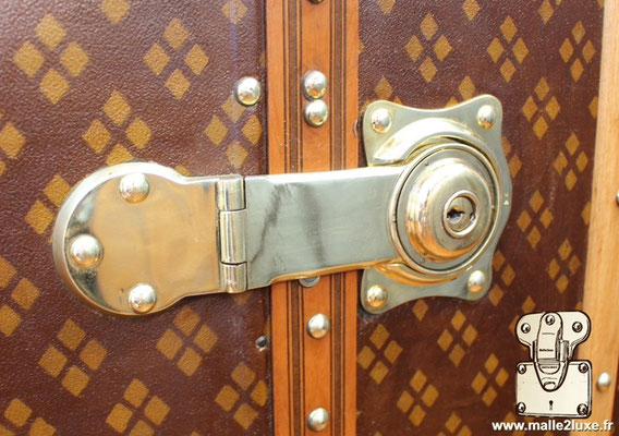 Malle wardrobe ancienne Aux Etats Unis 229 rue saint Honoré 75001 Paris